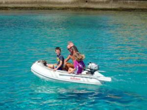 38 Dingy varen met Joshua en Sienne