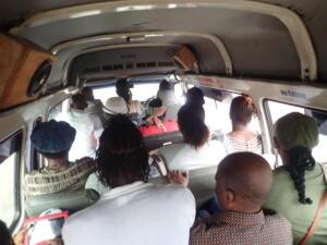 Overvol openbaar vervoer busje