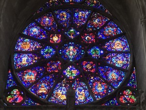 40 Veel glas in lood in de Cathedrale