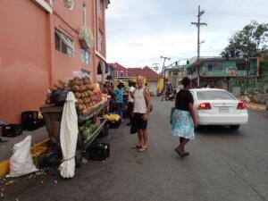 groente en fruitstallen langs de weg