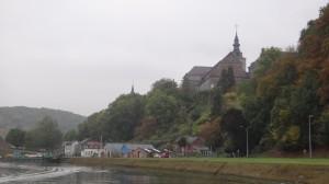 03 mooi kerkje voorbij Namur
