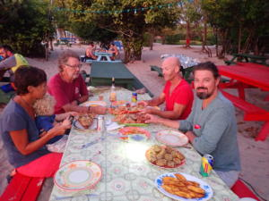 (19a) Lobster eten met Kees, Majida, Marijntje en Joris