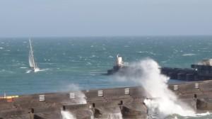 stormachtige wind en flinke golfslag in Brighton