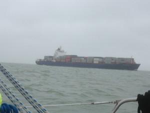 enorme containerschepen op de Noordzee
