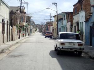 oud straatje. Alles is oud op Cuba